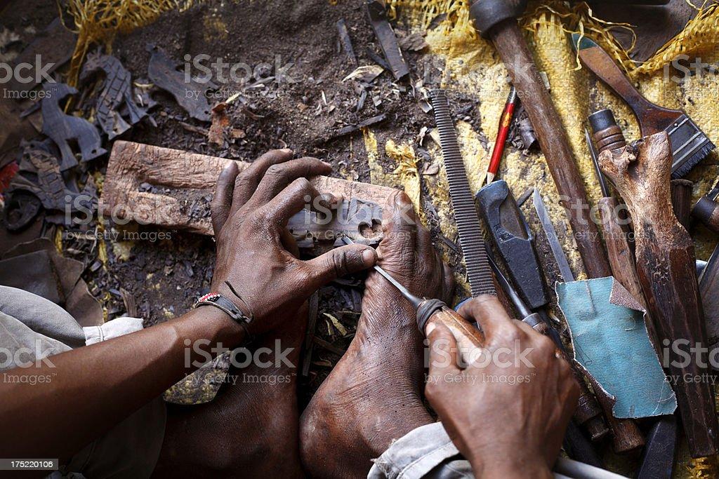 Afrikanischer woodcarver Lizenzfreies stock-foto