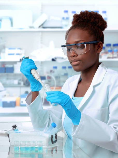 african-american scientist working in laboratory - scientist imagens e fotografias de stock