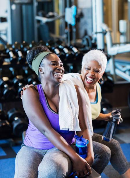 Afroamerikanische Frauen im Fitnessstudio – Foto