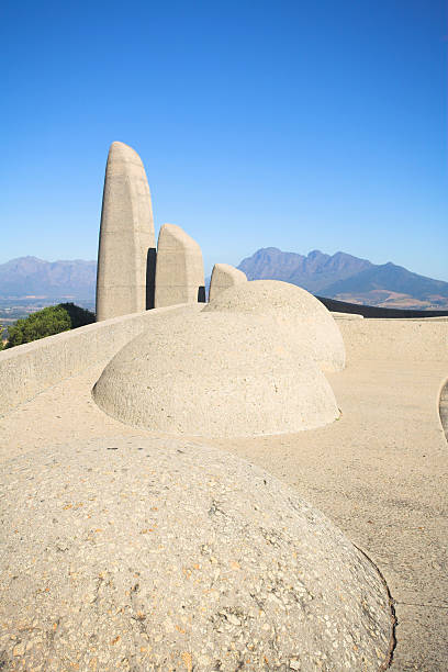 south african monuments How south africa confronts symbols of its difficult past are being discussed in newspaper columns, television talkshows and mainstream politics.