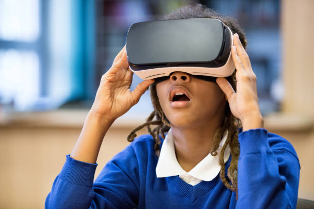 afro amerikansk student använder virtuell verklighet goggle - digital device classroom bildbanksfoton och bilder