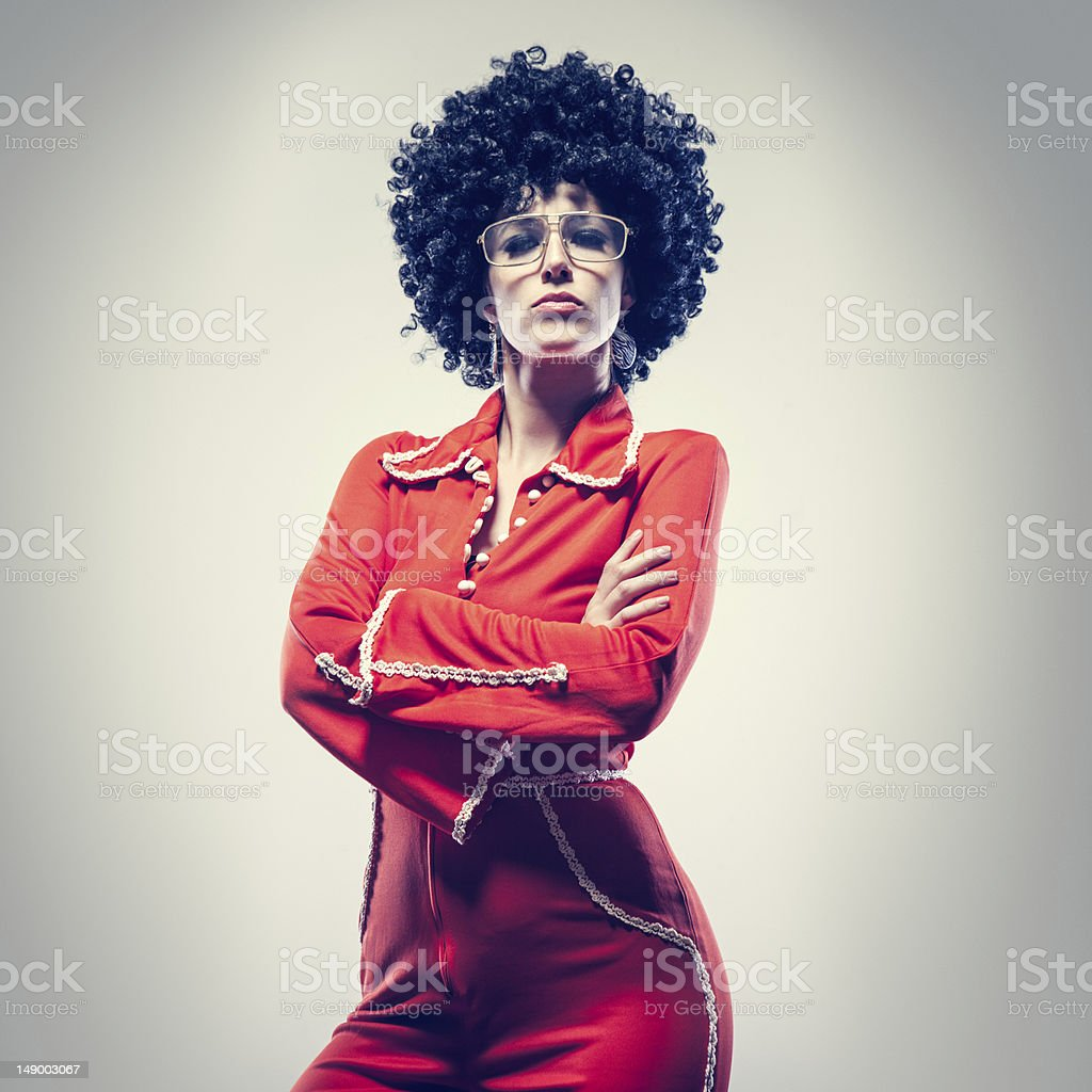 Afro Disco Tänzerin mit Overall – Foto