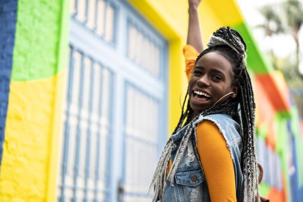 retrato de la mujer afro - mujeres dominicanas fotografías e imágenes de stock