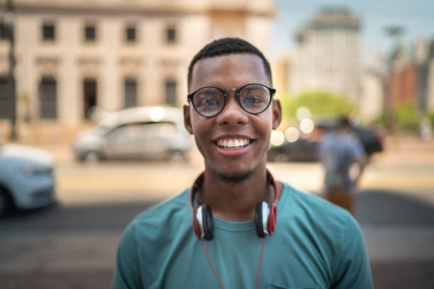 Afro young hipster in the city portrait People lifestyle 20 24 years stock pictures, royalty-free photos & images