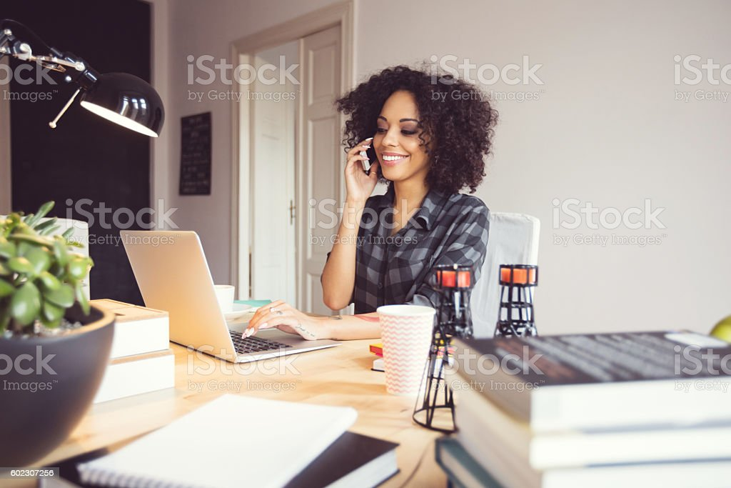 Afro young woman in the home office, using laptop – Foto