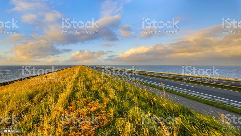 Afsluitdijk Nederlandse Dijk zonsondergang foto