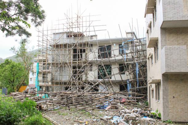 9 월 19 일, 2018, 홍콩에서 태풍 망 코 헛. 마을 집 건설 현장, 비 계 붕괴 - 무너짐 뉴스 사진 이미지