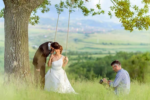 fotoaufnahmen nach der hochzeit - wedding photography and videography stock-fotos und bilder