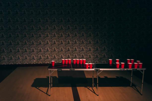 nasleep van bier pong - beirut stockfoto's en -beelden