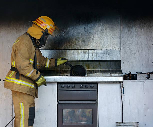 consequências - burned oven imagens e fotografias de stock