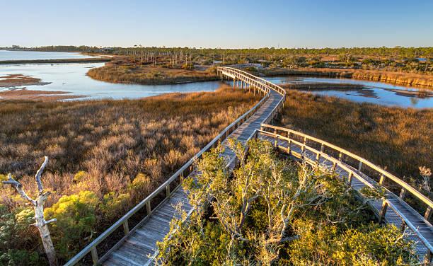 sol da tarde na grande lagoon boardwalk - laguna - fotografias e filmes do acervo