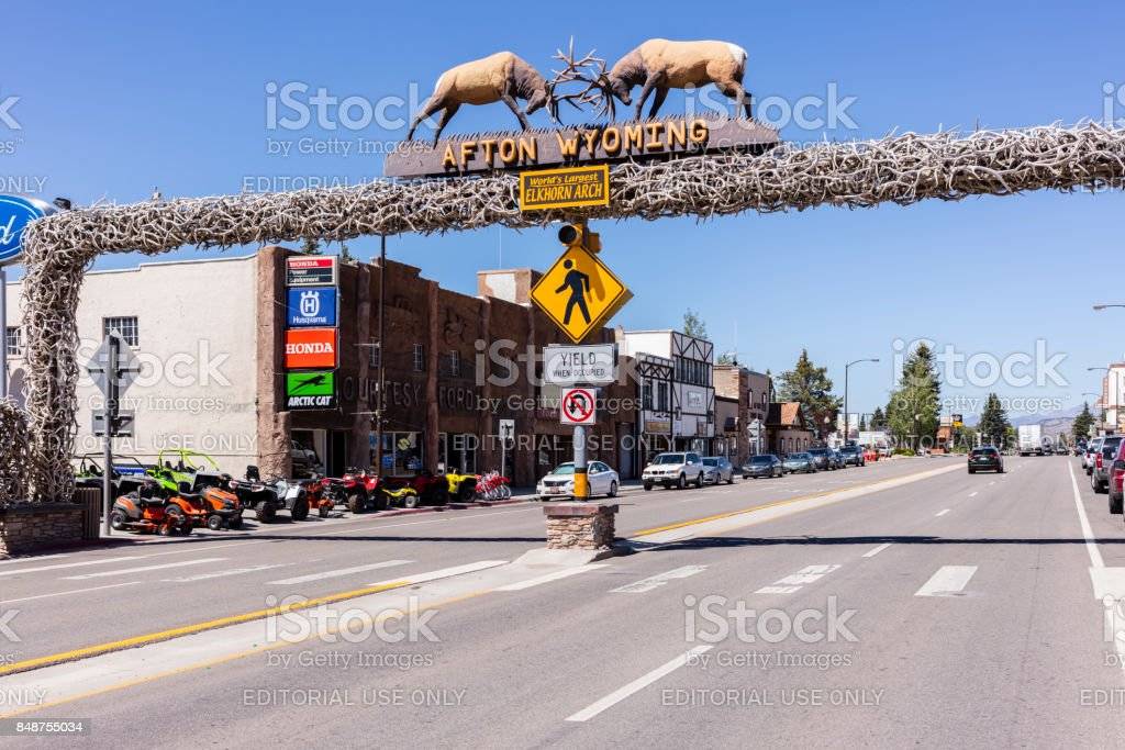 Afton, Wyoming. The world's larges elkhorn arch at the entrance of the town - foto stock