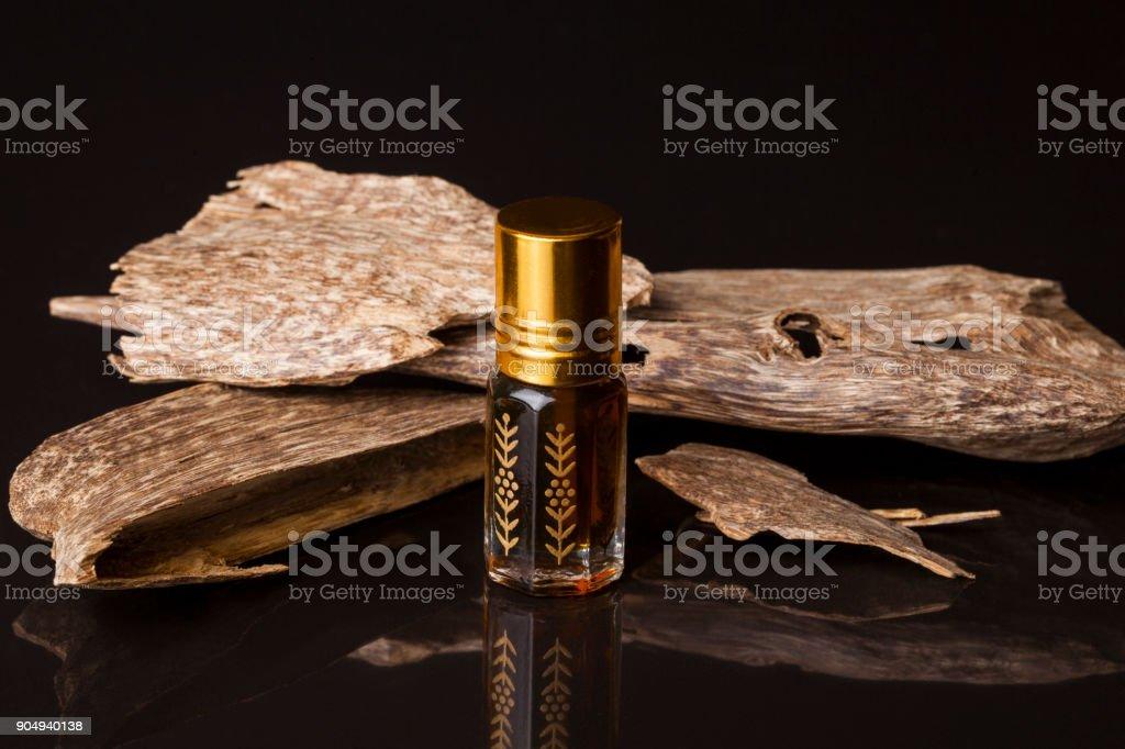 Huile essentielle de bois d'agar - Photo