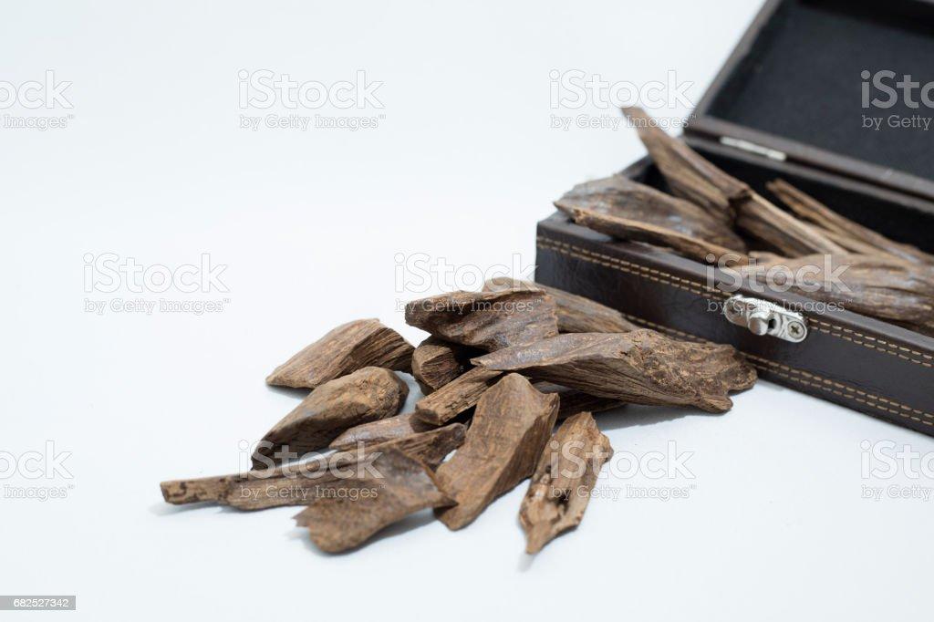 Le bois d'agar, Chips d'encens dans une boîte en cuir - Photo