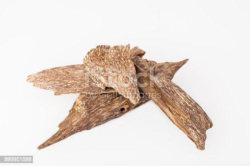 istock Agarwood incense chips 899951588
