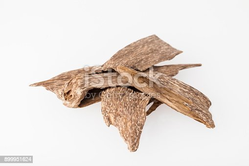 istock Agarwood incense chips 899951624