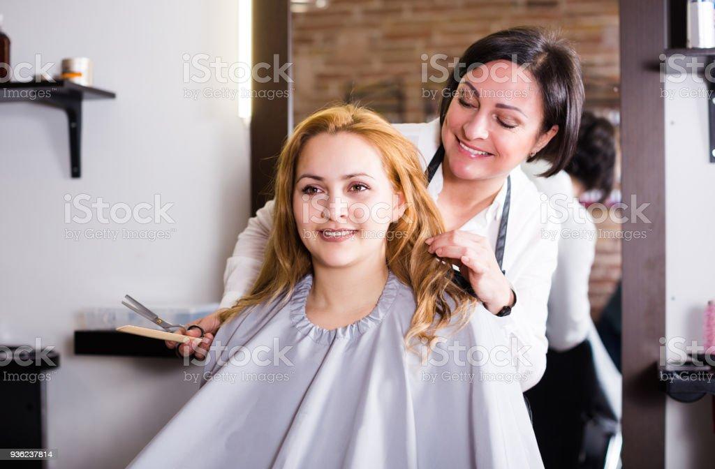 Cortes de pelo con tijeras para mujer