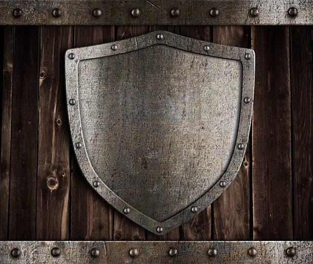 Vieillis en métal bouclier en bois médiévaux gates - Photo