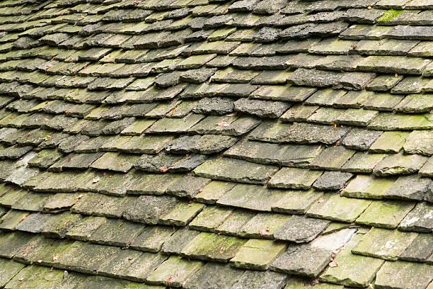 alter stone fliesen textur, schräge - dachschräge einrichten stock-fotos und bilder
