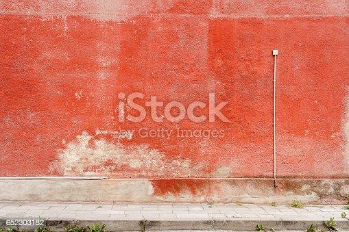 istock Aged street wall 652303182