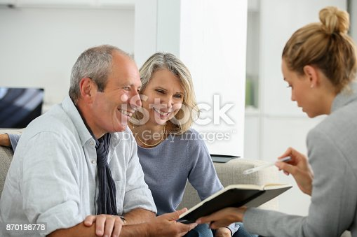 845085240istockphoto agent selling life insurance to retired couple 870198778