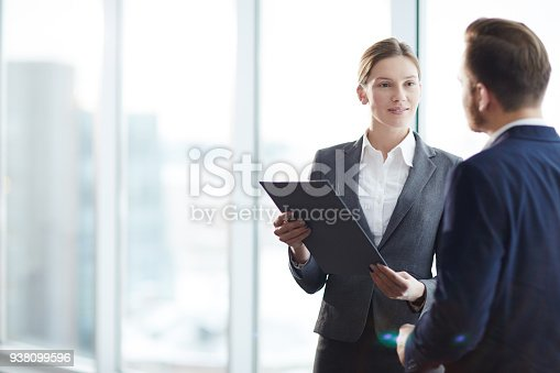 istock Agent with client 938099596