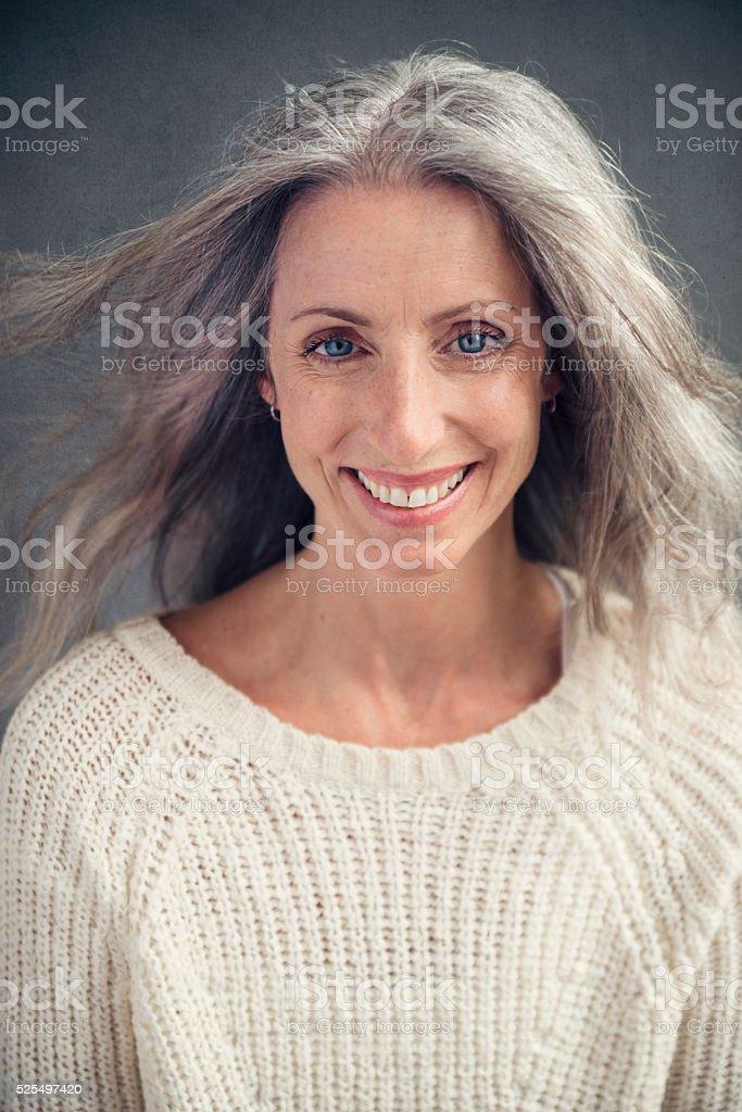 Agingelegant Schone Reife Frau Mit Silber Haar Portrat Stock