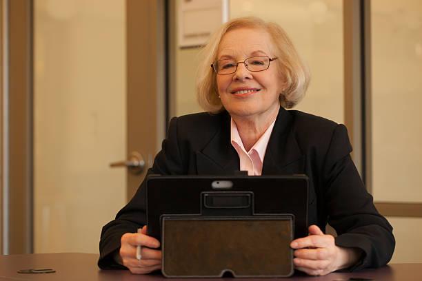 aging workforce - foto's van business people on computer stockfoto's en -beelden