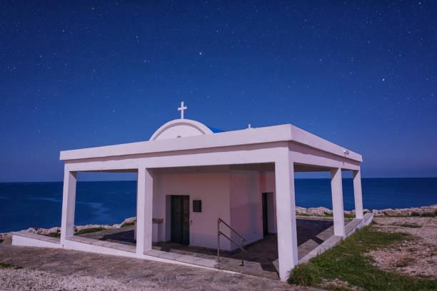 Agioi Anargiroi Kirche in der Nacht, Cavo Greco, Zypern – Foto