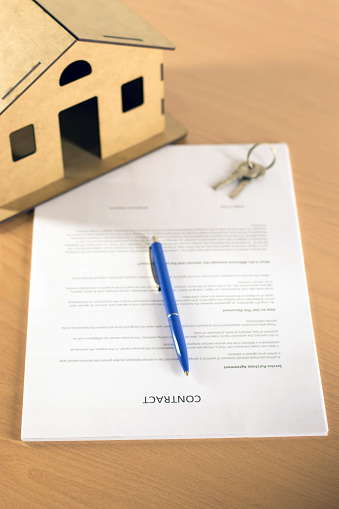 828544458 istock photo Agreement For New House 1160772258