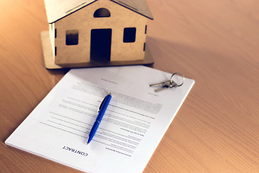 828544458 istock photo Agreement For New House 1160772296