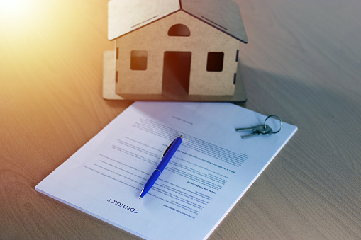 828544458 istock photo Agreement For New House 1160772330