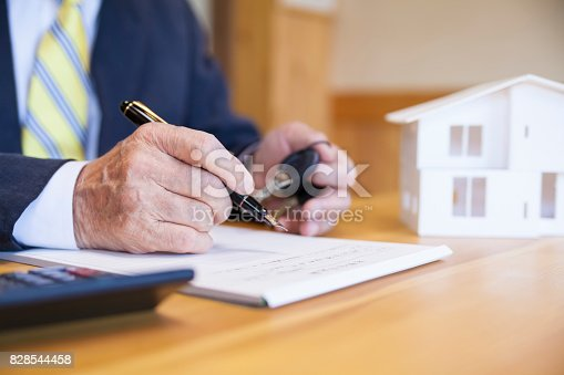 475902405istockphoto Agreement For New House 828544458