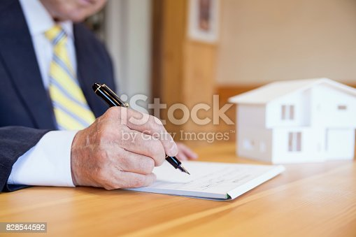 475902405istockphoto Agreement For New House 828544592