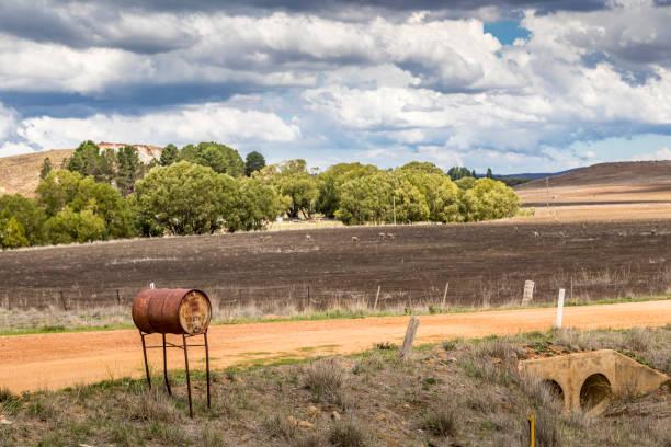 Landwirtschaftslandschaft in New South Wales, Australien an einem bewölkten und stürmischen Tag im Sommer. – Foto