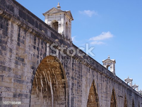 A few of the 109 arches of the Aguas Livres Aqueduct, buikt in 1746 to supply clean drinking water to Lisbon.
