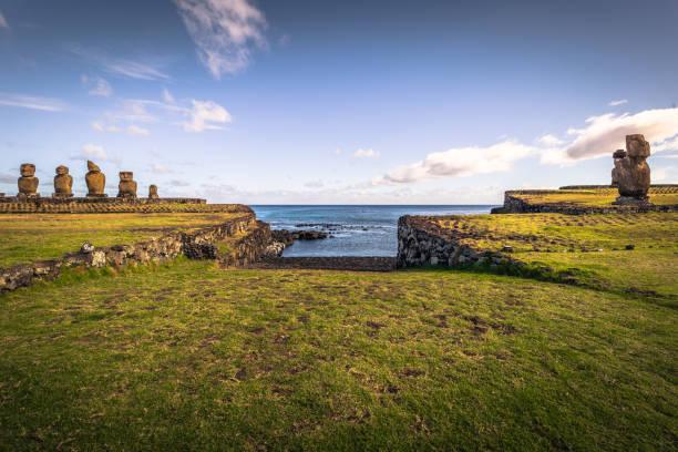 Ahu Tahai, Osterinsel - 12. Juli 2017: Heilige Moai Altar der Ahu Tahai – Foto