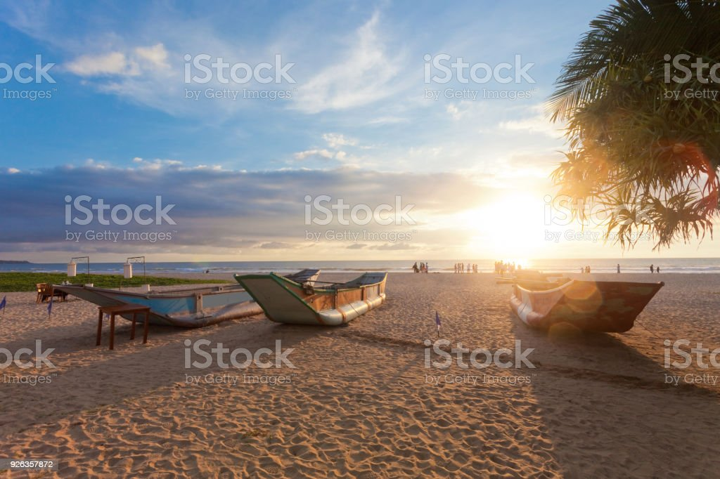 Ahungalla, Sri Lanka - traditionellen Langbooten Trocknung bei Ahungalla Beach bei Sonnenuntergang – Foto