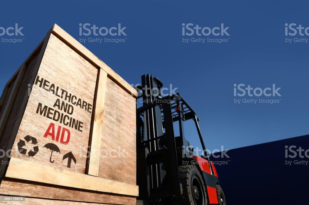 Ayuda de carga en la carretilla elevadora. - foto de stock