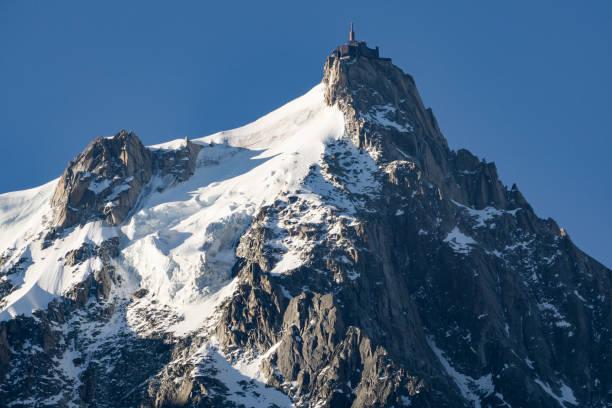 Aiguille du Midi en juin. Français des Alpes. - Photo
