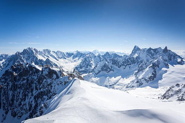 aiguille 미디 재생입니다 다이빙대, 몽블랑, 샤모니, 프랑스 - 몽블랑 뉴스 사진 이미지