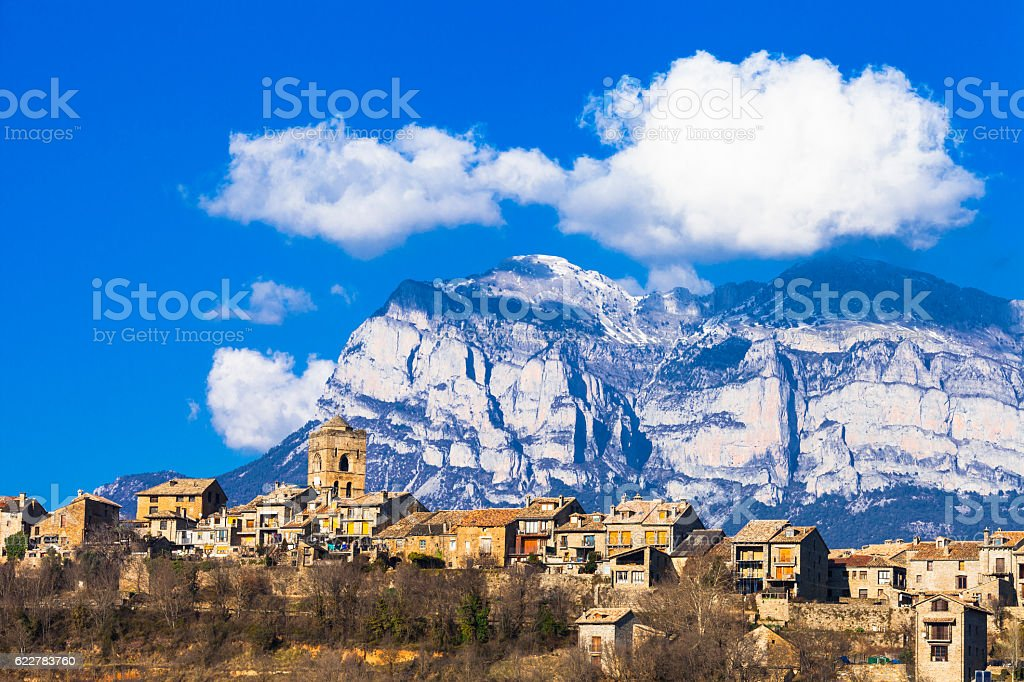 Ainsa- mountain village in Aragon, Spain - foto de stock
