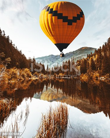 istock air balloon in colorad 881102638