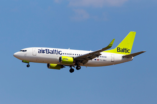 흐린 하늘 배경에 Yl Bbj 공기 발트 보잉 737300 항공기 Boeing에 대한 스톡 사진 및 기타 이미지