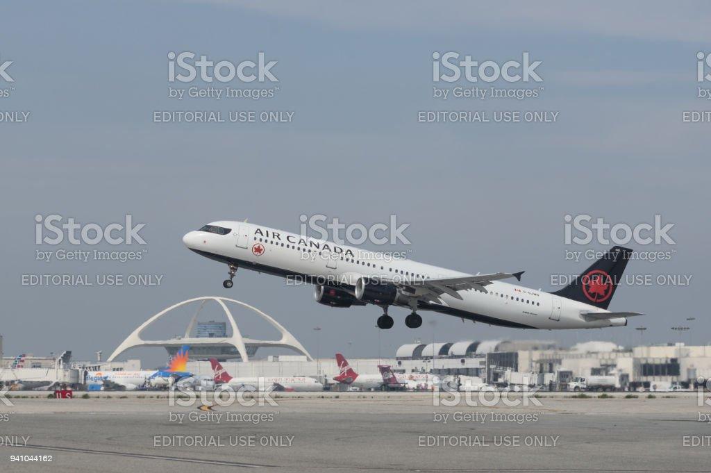 Air Canada Airbus A321 décoller de LAX. - Photo