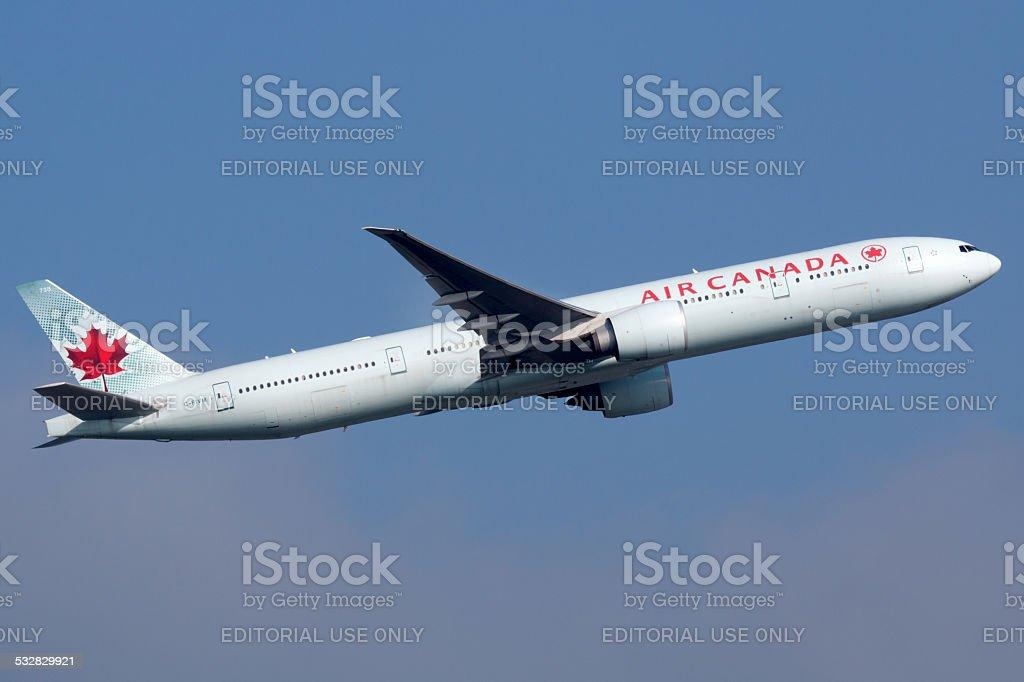 Air Canada Boeing 777-300 - Photo