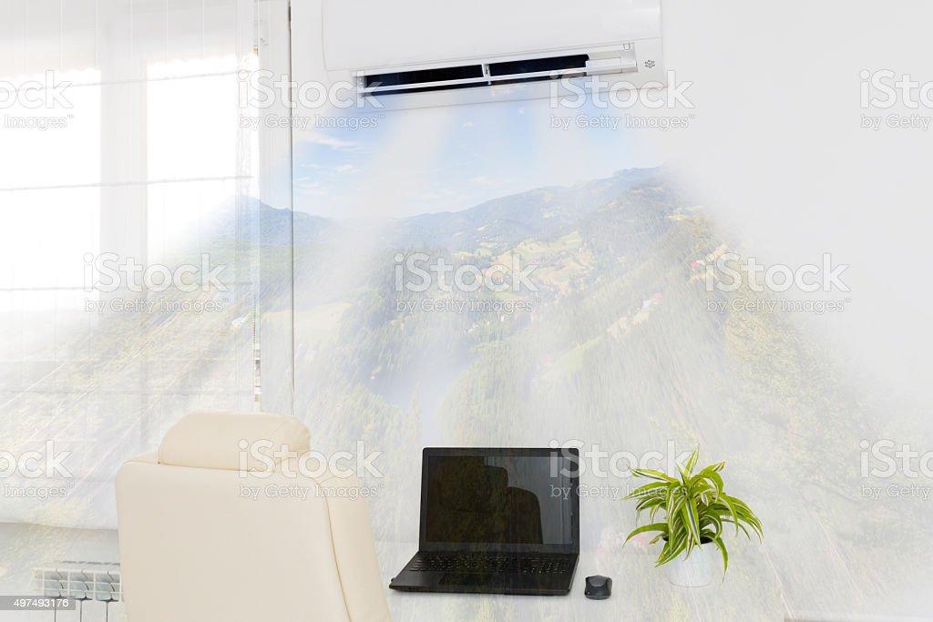 Acondicionador de aire soplando aire frío. - foto de stock
