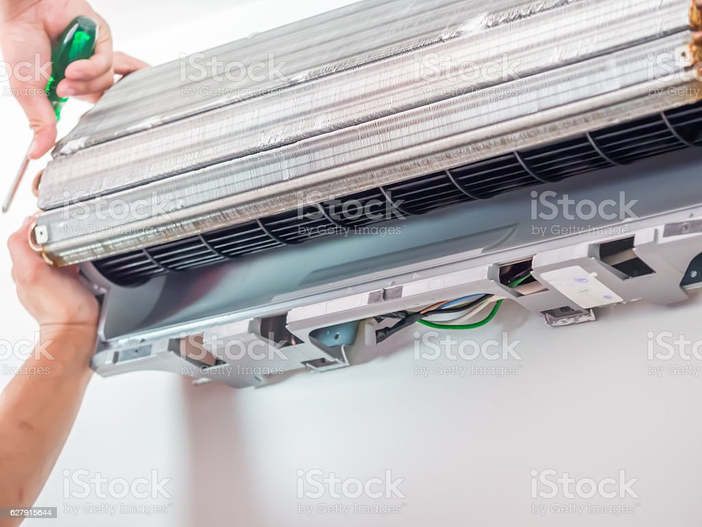 Air conditioner cleaning process and service - foto de stock