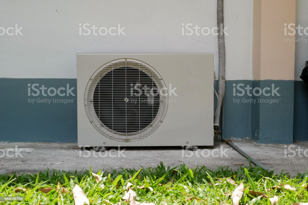 Air conditioner condenser unit foto de stock royalty-free