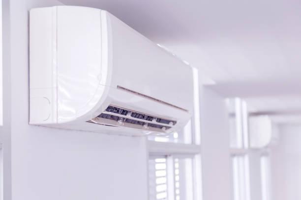 airco in de kamer - airconditioning stockfoto's en -beelden